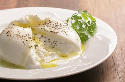 モッツァレラチーズの中から生クリームがあふれ出す!