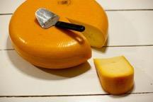 3〜6ヶ月熟成…セミハードタイプ(ゴーダチーズなど)