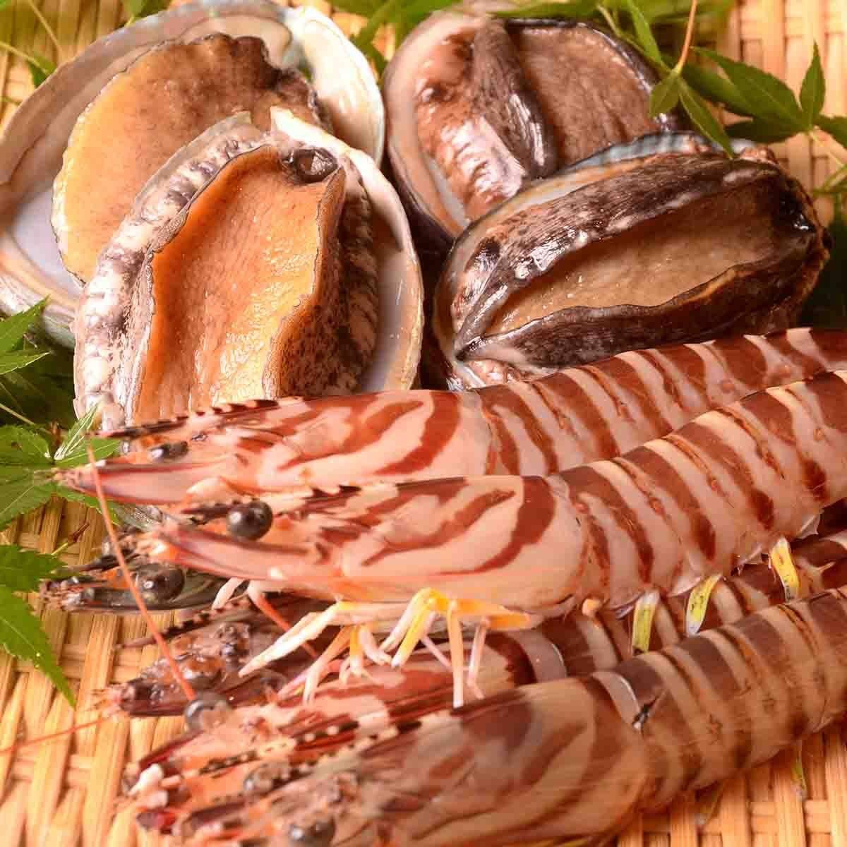 毎日届く種類豊富な旬の魚介類